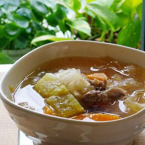 青红萝卜鸡架汤