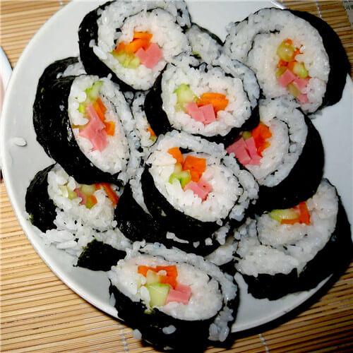 辣白菜紫菜包饭