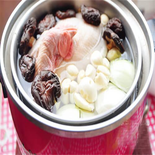 香菇蒜头鸡汤
