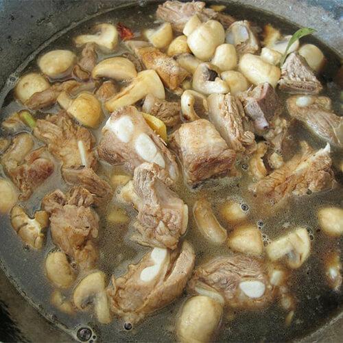 排骨炒草菇
