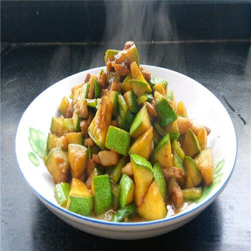 鸡腿菇炒西葫芦