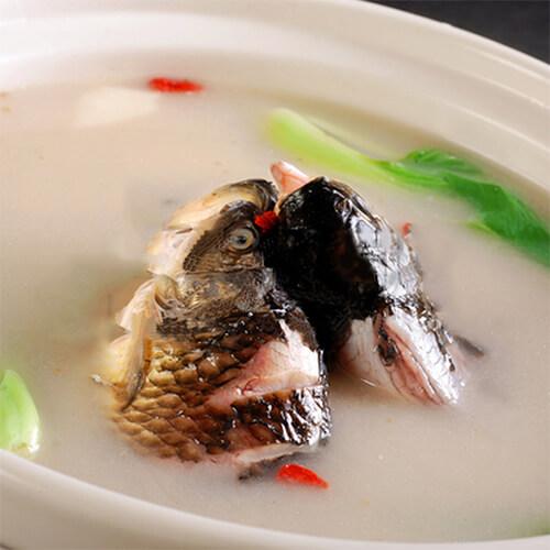 营养丰富的奶白鲫鱼汤
