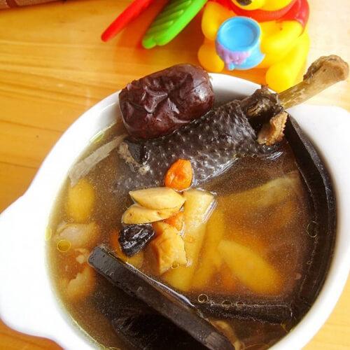 灵芝乌鸡汤