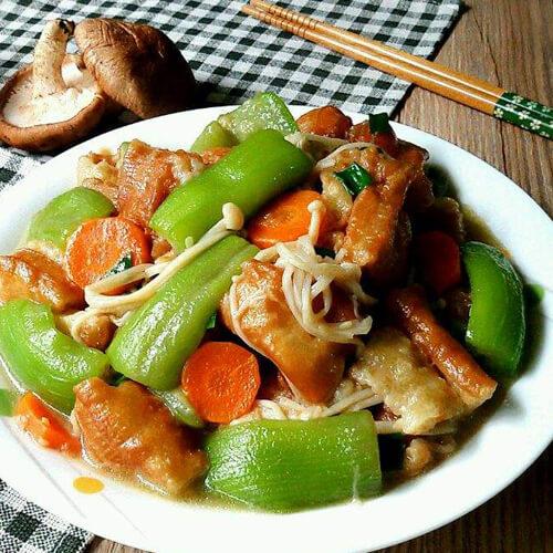 丝瓜蘑菇炒油条