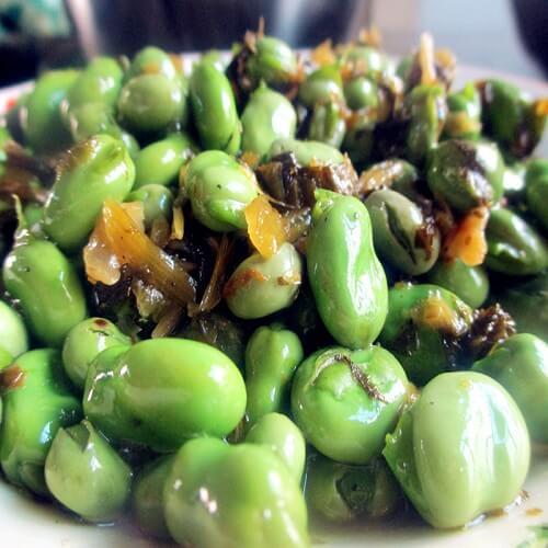家常菜雪里蕻炒蚕豆