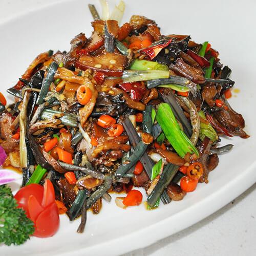 腊肉蒸蕨菜