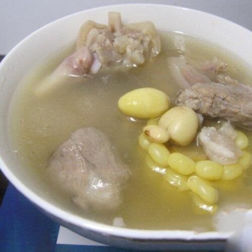 玉米莲子白果猪脚黄豆汤