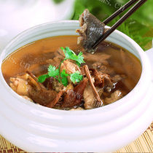 海参茶树菇炖土鸡