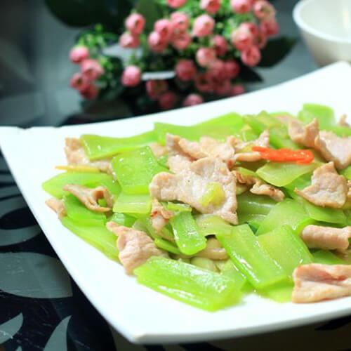 沙茶酱炒莴苣肉片
