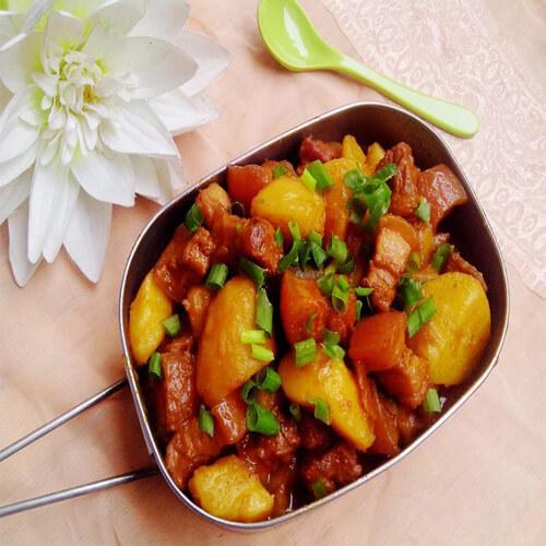 五花肉炖干土豆片