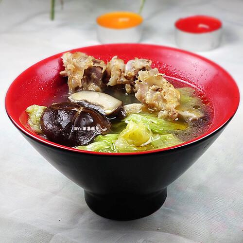 小白菜香菇骨汤面