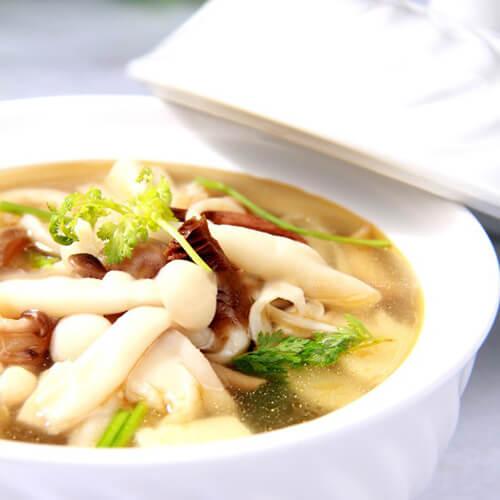 黄颡鱼豆腐菌菇汤