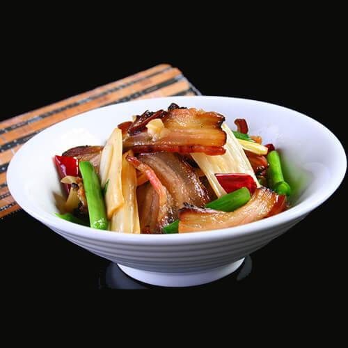 腊肉盖菜焖冬笋