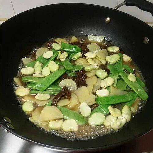 草鸡汤炖黄蘑土豆片豆