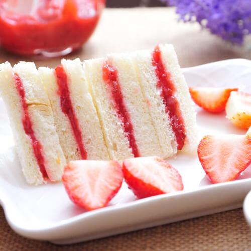 草莓果酱三明治