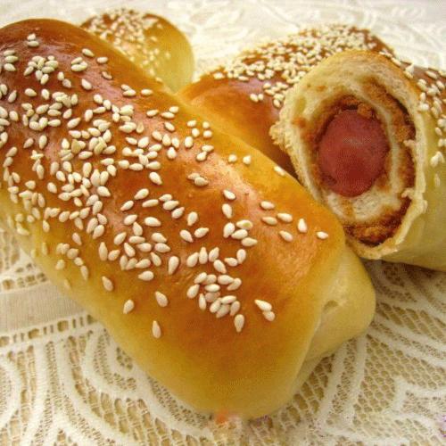 #DIY美食#肉松烤肠面包
