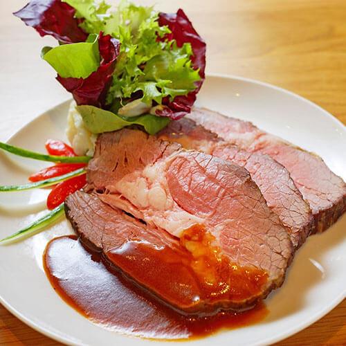 迷迭香烤小牛肉