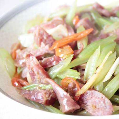 瘦肉腊肠炒芹菜
