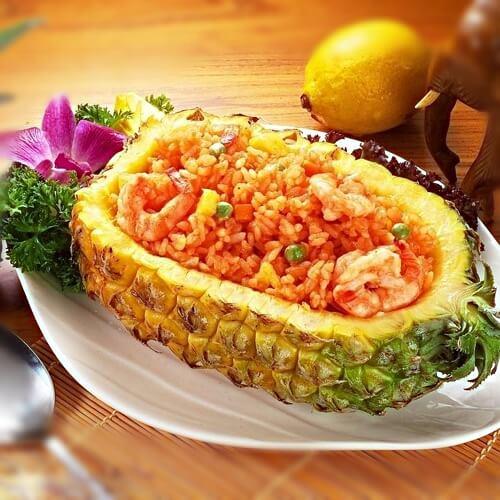 金灿灿的菠萝炒饭