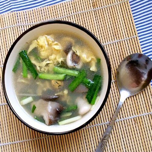 海鲜菇豆苗肉片汤