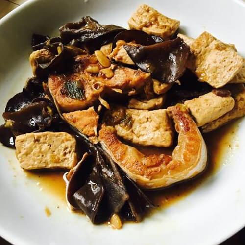 手撕豆腐炖鲭鱼