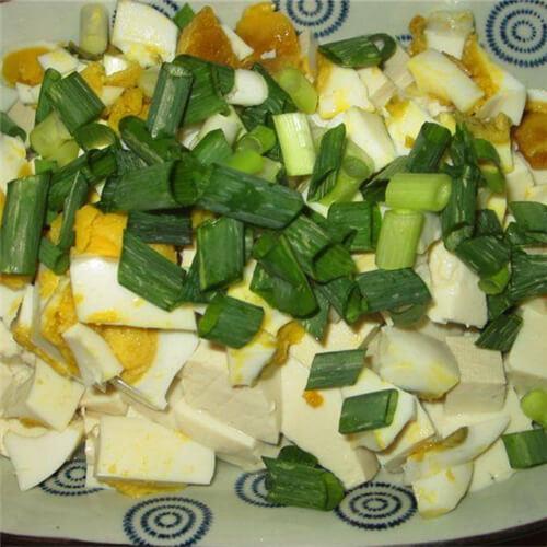 葱花鸭蛋拌豆腐