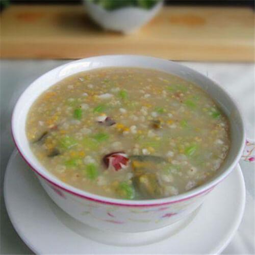 芹菜杂粮皮蛋粥