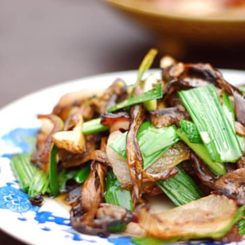腊肉炒黑牛肝菌