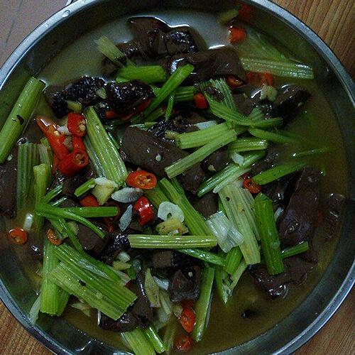 袖珍菇芹菜黑白配