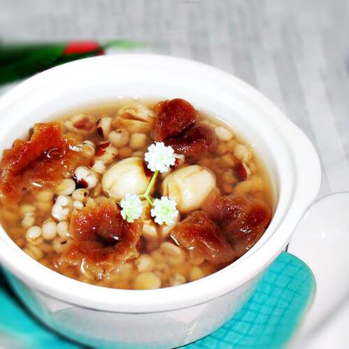 莲子薏米芡实粥