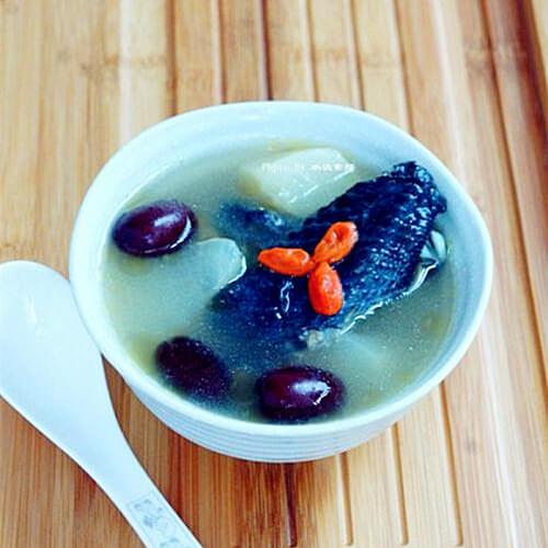 竹丝鸡萝卜红枣汤