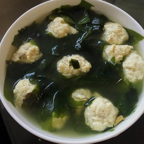 肉丸裙带菜汤