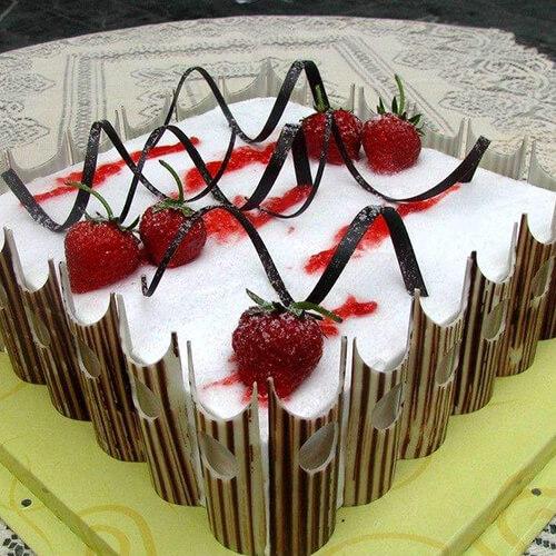 夹心巧克力草莓方蛋糕