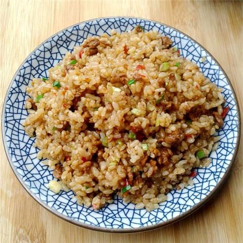 青椒莴笋肉炒饭