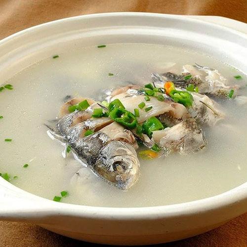 金针菇鱼汤