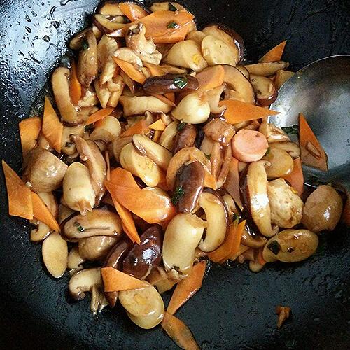 香菇韭黄炒鱼丸
