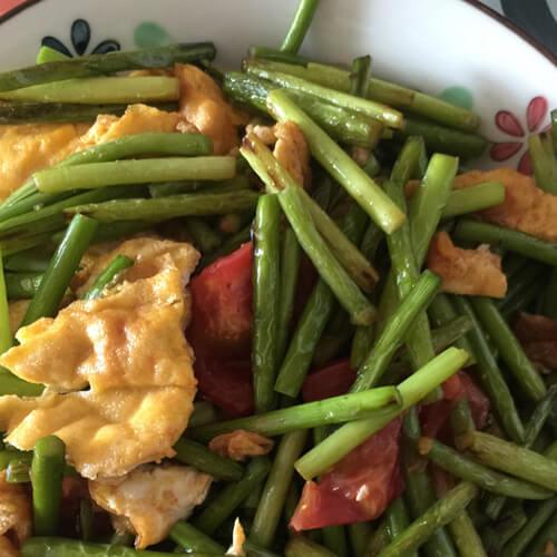 蒜苔西红柿小杂炒