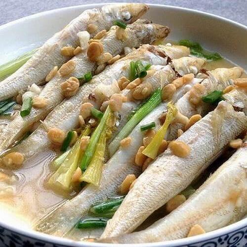 豆酱煮沙尖鱼
