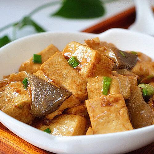 臭豆腐平菇煲