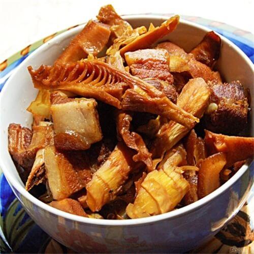 红烧肉焖竹笋