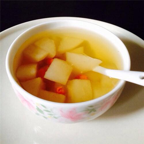 冰糖雪梨百合红枣水
