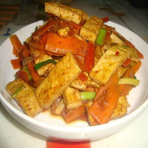 红萝卜炒脆豆腐
