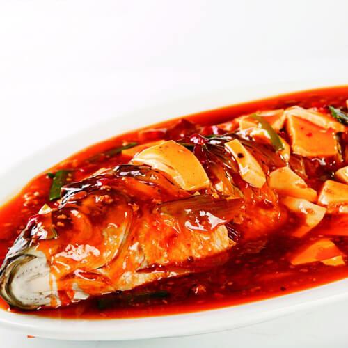 黑木耳红萝卜焖豆腐鱼