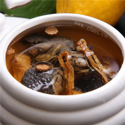 红参猪蹄筋炖乌鸡汤