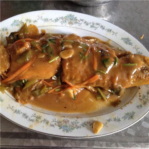 红烧金鳟鱼