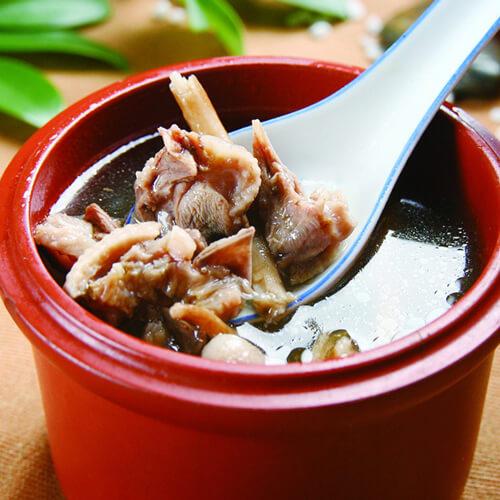 猪骨萝卜茶树菇汤