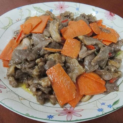 胡萝卜炒猪舌