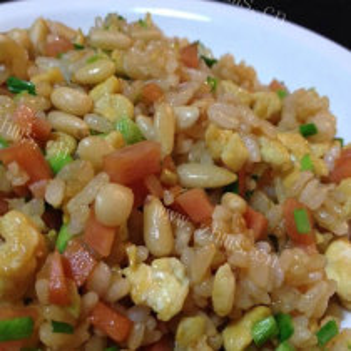 松子虾仁腊肠炒饭