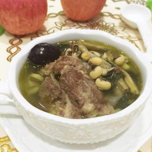 尾椎骨煲菜干汤