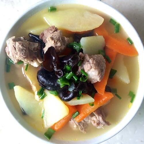 土豆红萝卜鹅杂汤